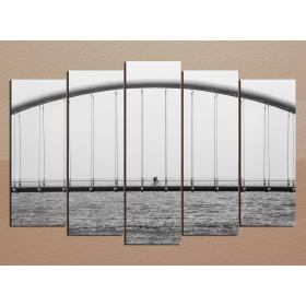 Мост в серых тонах